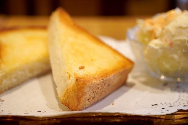 食パン イーストフードの成分に注意が必要