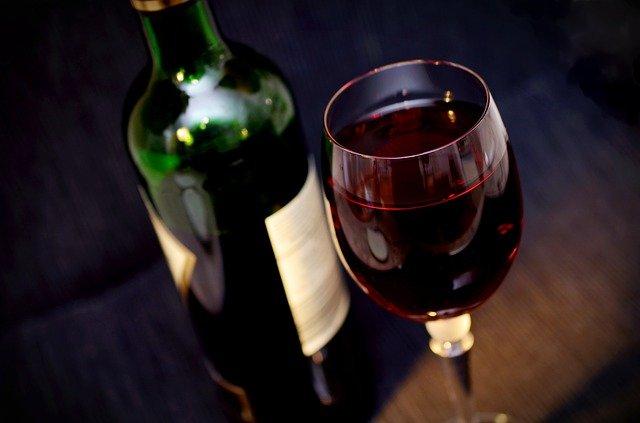 ワイン 飲み過ぎはポリフェノール効果も台無しに