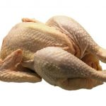 鶏舎ですし詰めにされて育てられたブロイラーの危険性がある「鶏肉」